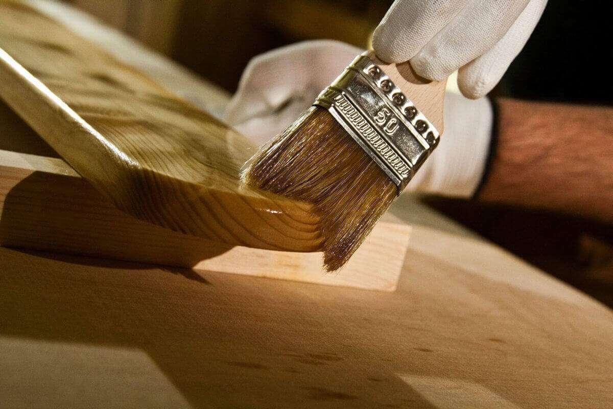 Каким лаком покрыть деревянные ступени?